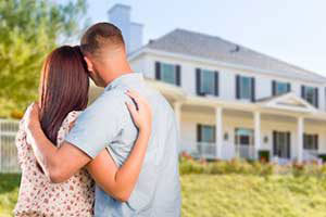 couple in front of home after obtaining a military home loan