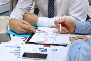 mortgage broker describing how to obtain a home equity loan