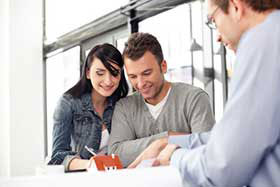 mortgage broker helping couple at Fairfax Mortgage Investments