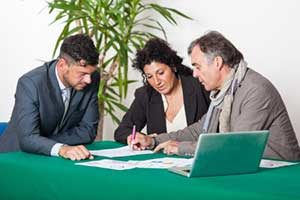 Alexandria, VA mortgage brokers educating couple on home loans