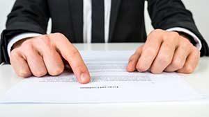 Gainesville, VA mortgage broker going over loans