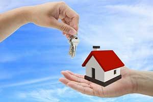 Image of house and keys depicting assistance from Burke, VA first time home buyers loan