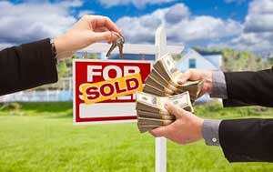 Image of money and keys to home representing Lorton, VA first time home buyer loan assistance