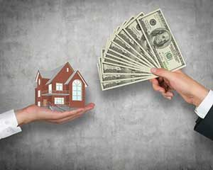 Money and house representing benefits of a Herndon, VA first time home buyer loan