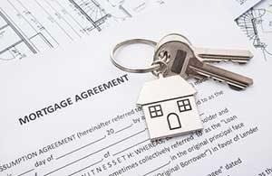 Mortgage agreement on a Vienna, VA mortgage broker desk