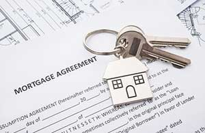 Mortgage agreement on a Vienna, VA mortgage broker desk