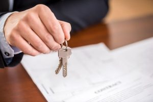 homeowner receiving keys from a mortgage broker after his budget was approved