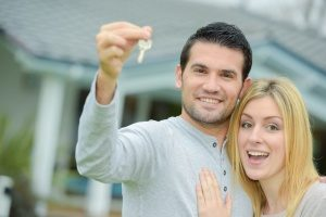 couple holding onto their keys to their house that is now financed by a VA home loan