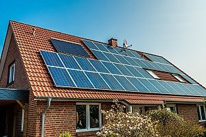 a roof with a solar panel on top of a home that is eligible for an energy efficient mortgage provided by Fairfax mortgage brokers