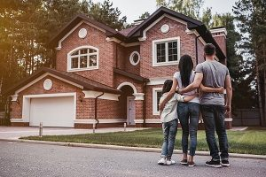 family standing outside a home they can finance with FHA loans